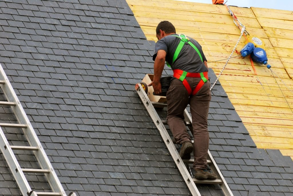 Advantages of hiring affordable services of commercial roofing contractors at this time